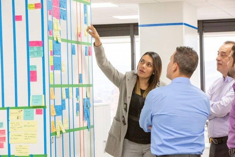 Los-agile-coach-de-BBVA-Colombia-aportan-soluciones-agiles-e-innovadoras-para-agilizarlos-procesos-de-los-grupos-de-trabajo
